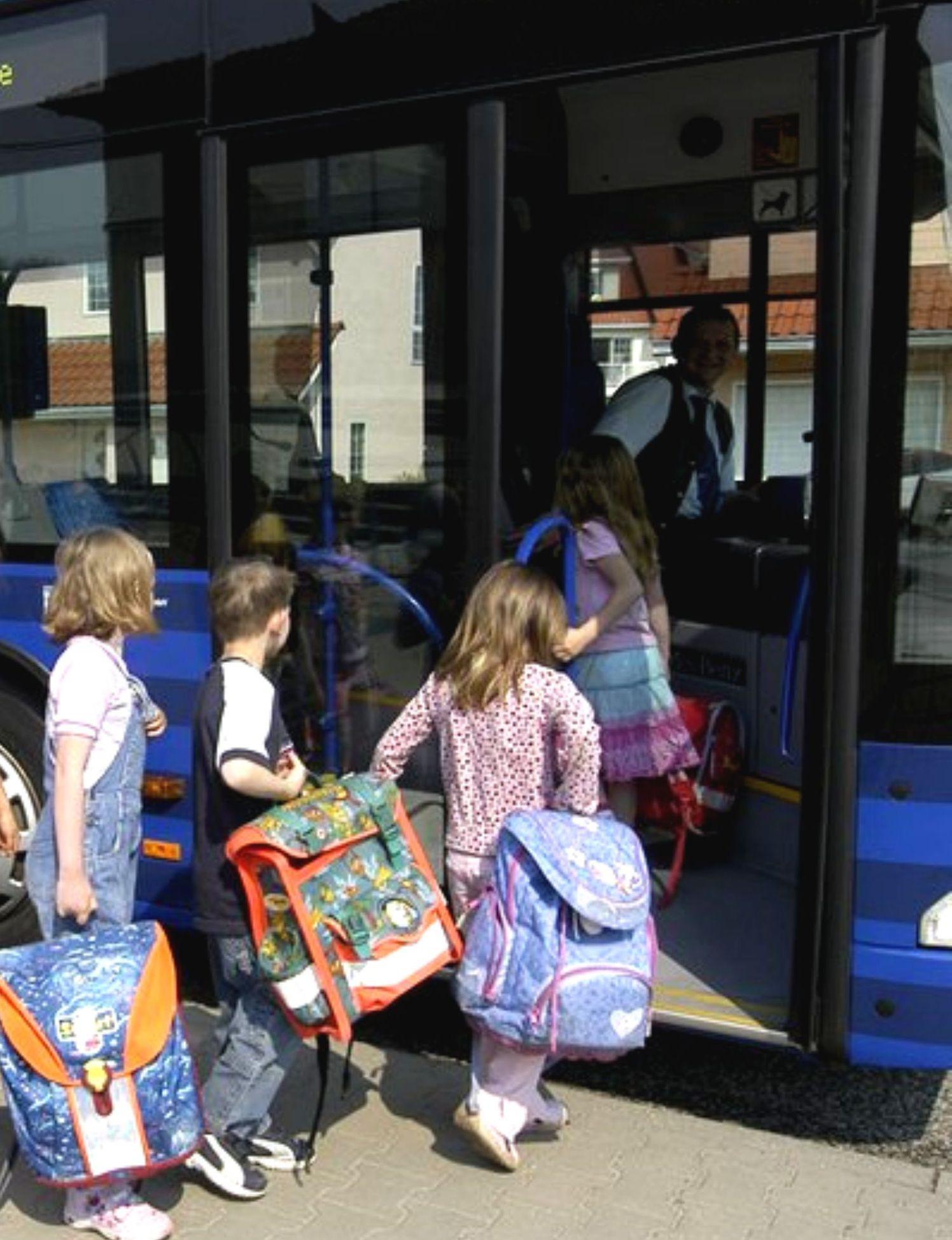 OVG-Bus mit Schulkindern