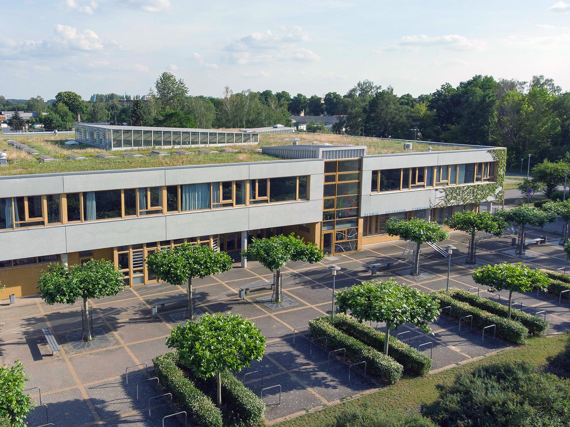 Schulgebäude aus der Luft